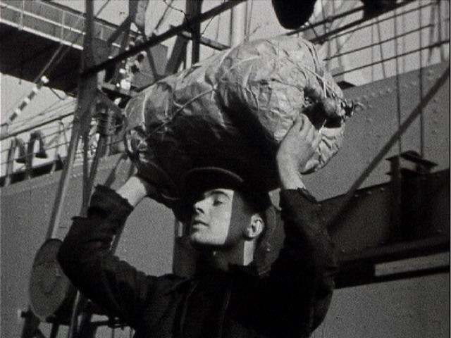 photogramme issu du film « Trafic de bananes dans le port de Rouen » de Robert Dasché, 16mm, 1938, NB © POLE IMAGE HAUTE-NORMANDIE.