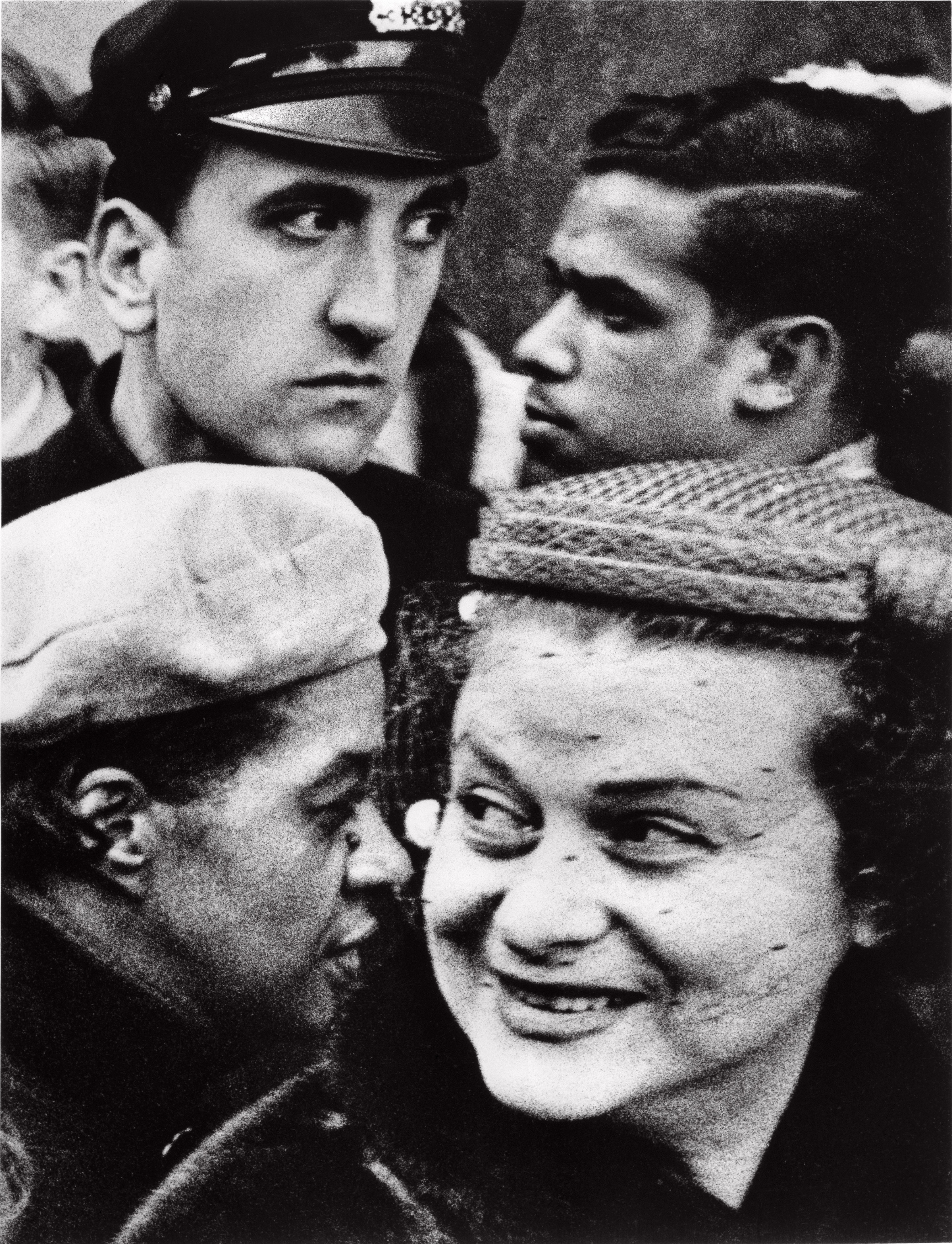 William Klein, Quatre têtes, fête de Thanksgiving, Broadway & 33rd, New York 1954 © William Klein