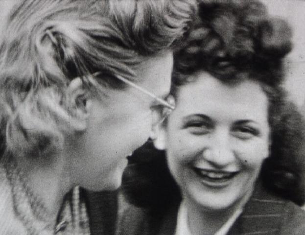 Photogramme issus du film « Arrivée des Alliès, Thierceville» de Fernand Bignon, 1944, 8mm ©Pôle Image Haute-Normandie