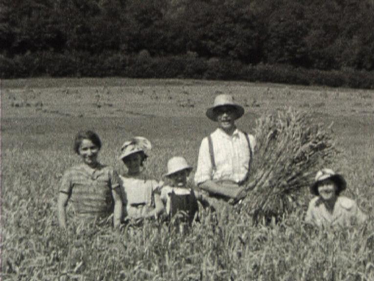 Photogramme issu du film amateur « Moissons à Caër » réalisation Pierre Le Bihan, 1938, 8mm ©POLE IMAGE HAUTE-NORMANDIE