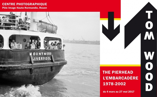 © Tom Wood, The Pierhead, 1979, courtesy de l'artiste Graphisme : Léo Favier.